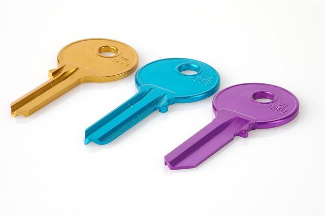 klíče, žlutý, modrý, fialový