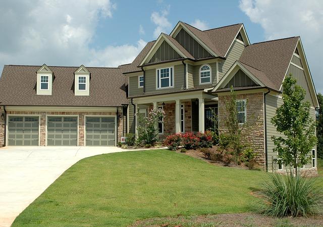 velký dům, tři garáže