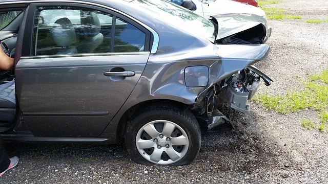 nabouraná záď auta