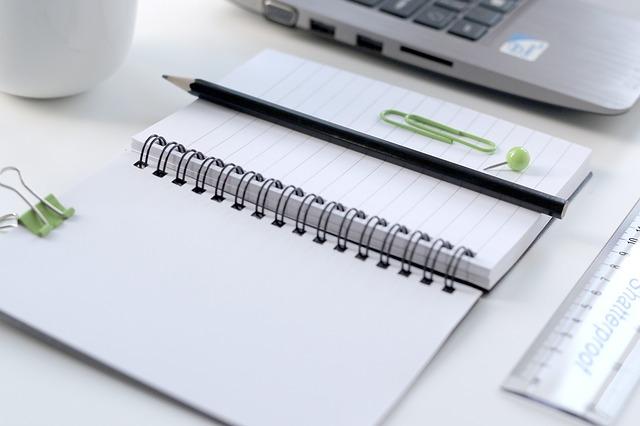 zápisník a tužka