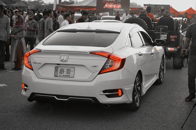 bílá Honda
