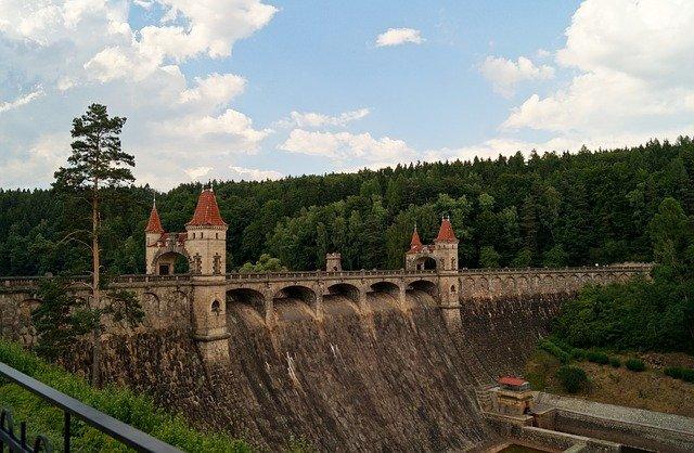 most přehrady