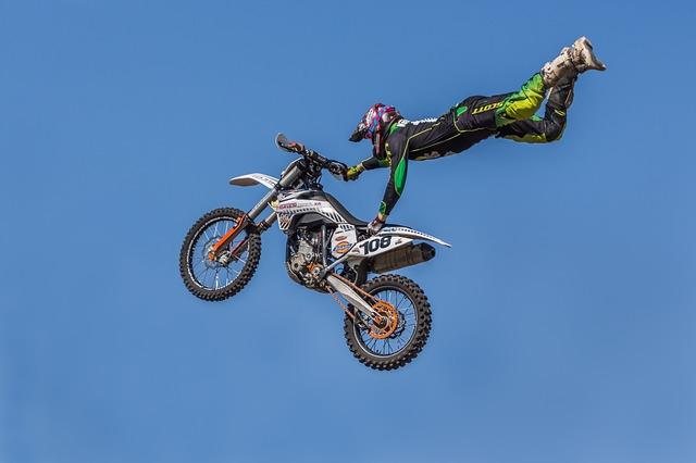skok s motorkou