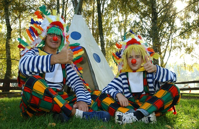indiánský stan a klauni