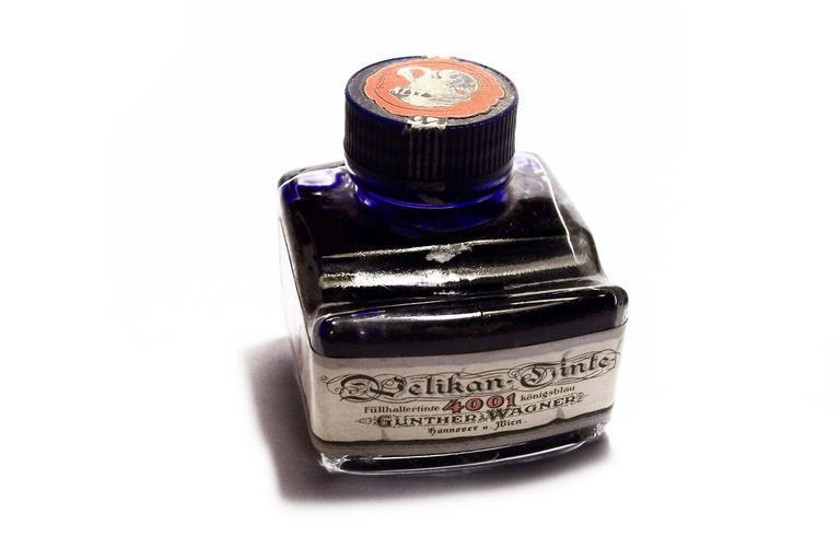 inkoust ve skleničce