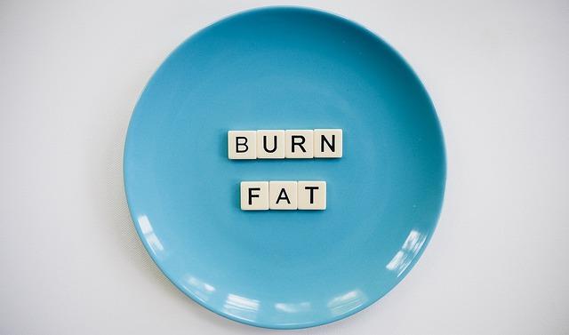 "talíř s nápisem ""Spal tuk"""