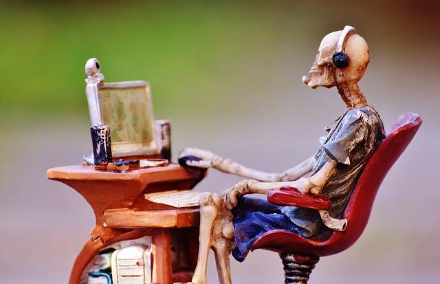 figurka u počítače